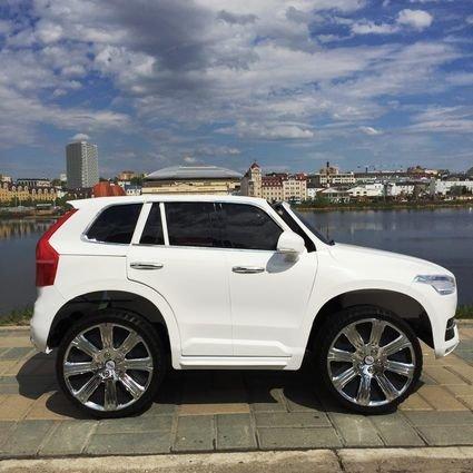 Электромобиль VOLVO XC90 белый (АКБ 12v 7ah, колеса резина, сиденье кожа, пульт, музыка)